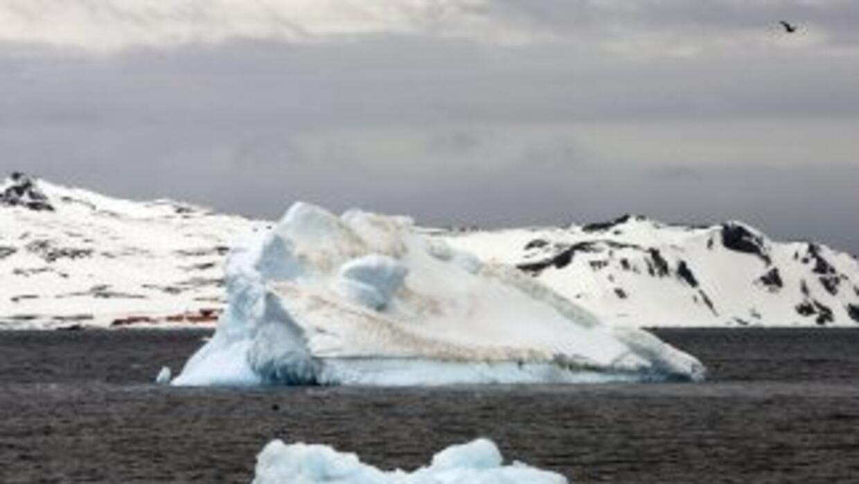 La capa de hielo antártico ha disminuido su volumen a cantidades cada ve...