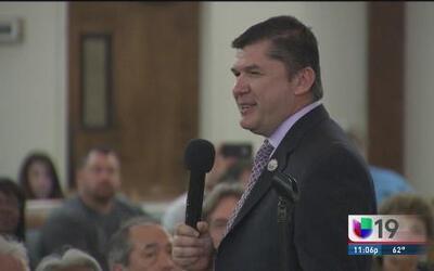 Detienen a alcalde de Stockton