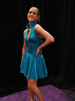 Los materiales que Irea utilizó en este vestido fue una tela azul satina...
