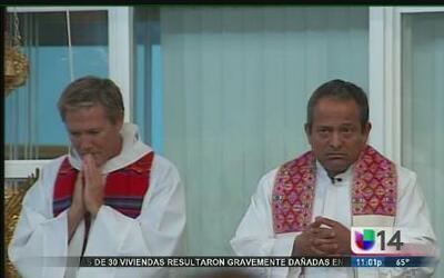 La presencia de los cárteles lo obligaba a oficiar misa con chaleco anti...