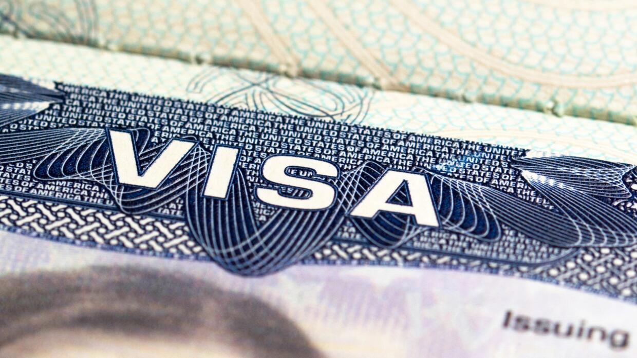 Inmigrantes que se quedaron en EEUU con visa de turista o de estudiante...