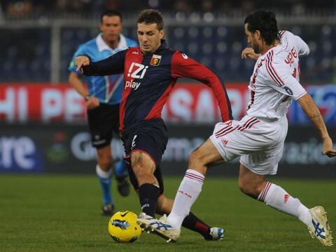 El Milan visito al Génova con la obligación de ganar para...