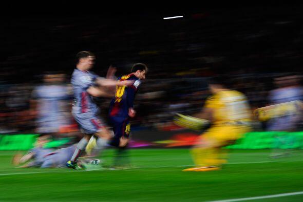 El argentino Lionel Messi fue un torbellino ante la zaga rojilla.