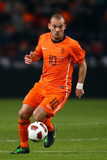 Wesley Sneijder. Posición: Mediocampista. Fecha de Nacimiento: 9...