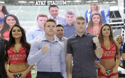Álvarez y Smith en el Cowboy Stadium
