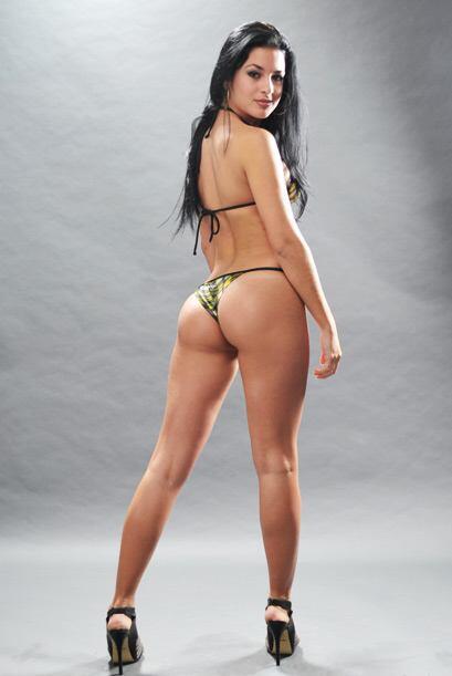 Esta chica si que sabe lucir los bikinis