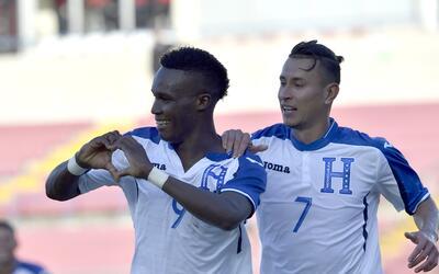 Honduras remonta y vence 2-1 a El Salvador y es líder de la Copa Centroa...