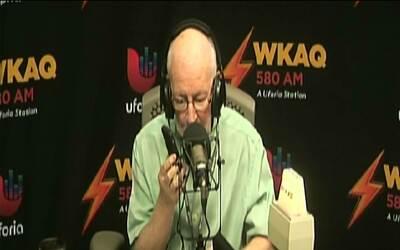 Ojeda llama al 911 en vivo para reportar problema con anciano que pasaba...
