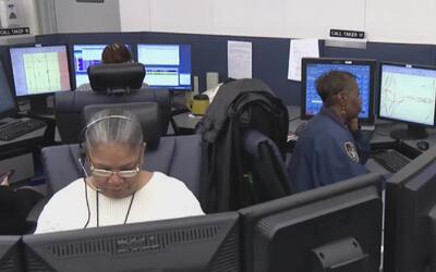 Autoridades de Dallas y un equipo de T-Mobile trabajan para solucionar e...