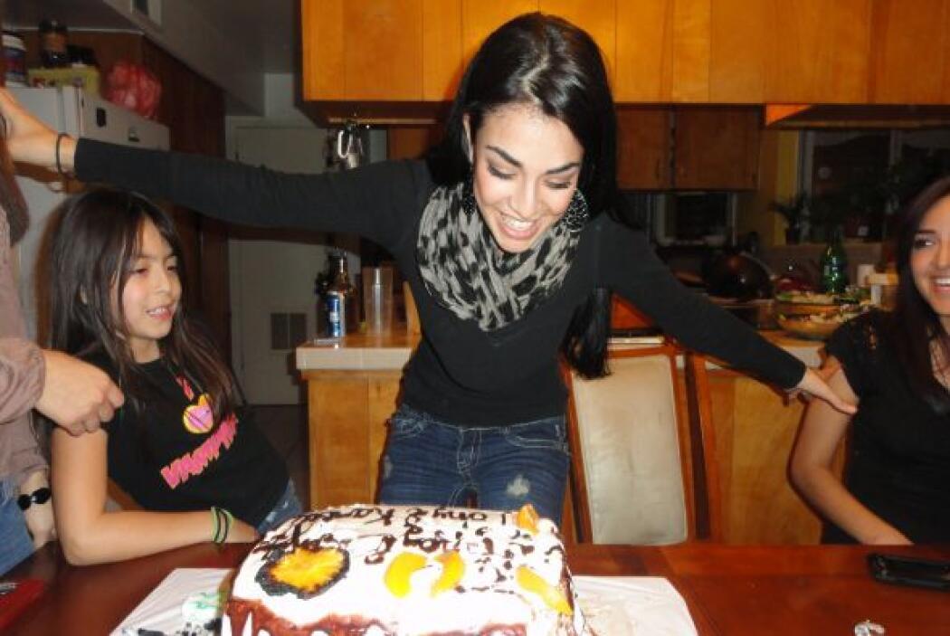 La costumbre de cumpleaños de la familia de Karla: ¡Aplastarse en el pas...