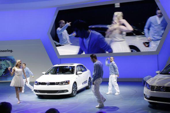 Volkswagen presentó en el Autoshow de Detroit uno de los autos más efici...