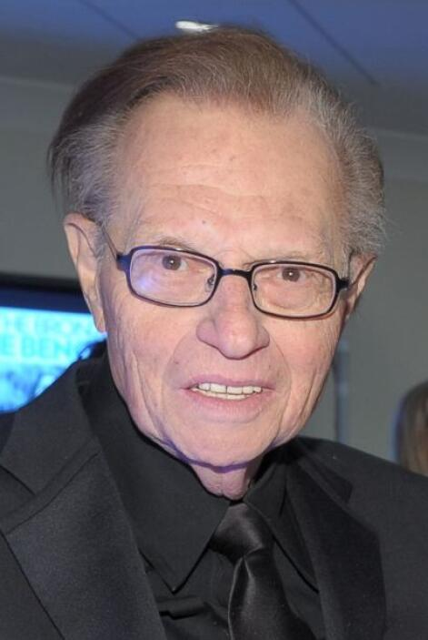 El veterano presentador de TV, Larry King, colgó los tirantes, con lo qu...