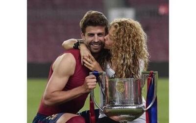 El FC Barcelona ganó la  la Copa del Rey y para felicitar a Piqué, Shaki...