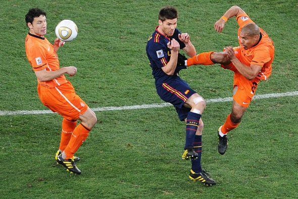 ¿Karate? no, fútbol y del bueno. El holandés De Jon...