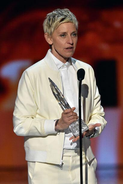 Ellen DeGeneres obtuvo por décimoquinta vez el trofeo a Conductora de TV...
