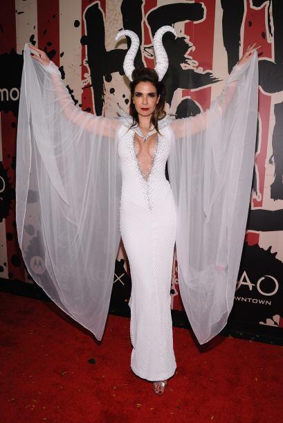La modelo brasileña Luciana Gimenez, fue como una elegante bruja.