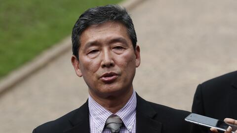 Ri Tong Il, ex viceembajador norcoreano ante la ONU, habla con la prensa...