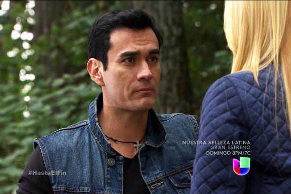 No dejes de consolarla Salvador, te necesita más que nunca.