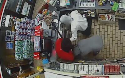 Buscan a dos sospechosos que golpearon a empleado y robaron la registrad...