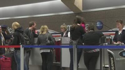 Cancelan cientos de vuelos en aeropuerto de Dallas por el mal tiempo