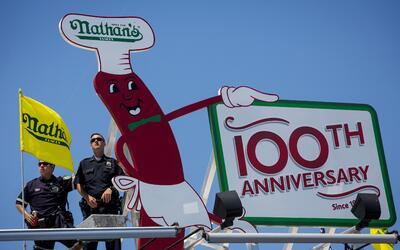 El récord formó parte de los festejos por el centenario de Nathan's.