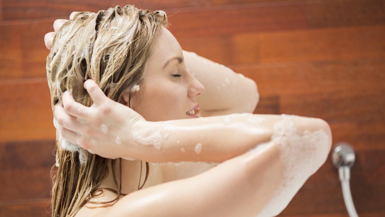 Mujer bañándose
