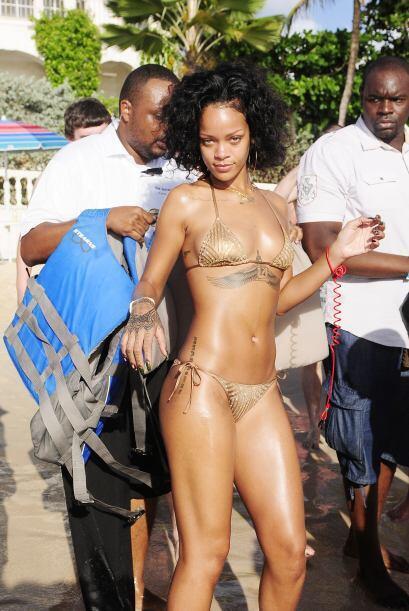 Rihanna decidió irse a su natal Barbados.Mira aquí los vid...
