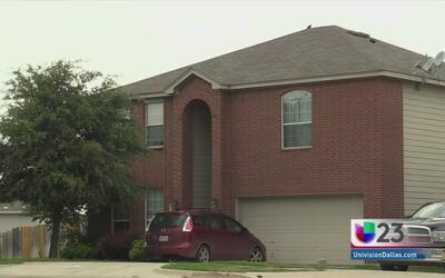 Una bebé de 2 años resultó herida tras caerle una puerta encima
