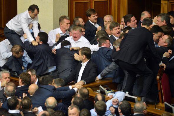 El grupo liderado por Klitschkó lo conforman 42 diputados, mientr...
