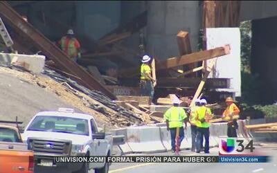 Choca contra construcción de un puente en la autopista 5