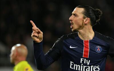 Ibrahimovic volvió a anotar en el triunfo contra Rennes.