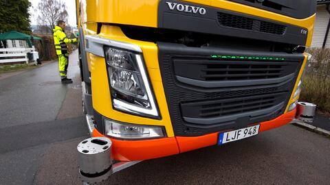 En esta imagen del camión recolector Volvo de manejo autón...