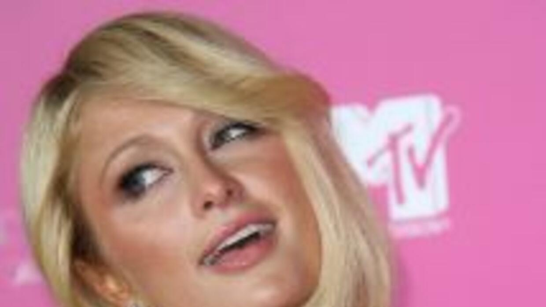Novio de Paris Hilton en problemas por atropellar a un paparazzi.