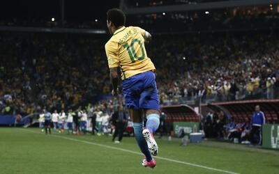 Neymar sigue liderando el despertar de Brasil.