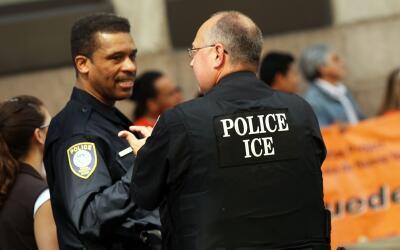 Informe señala que agentes de ICE están sobrecargados de trabajo, mal en...