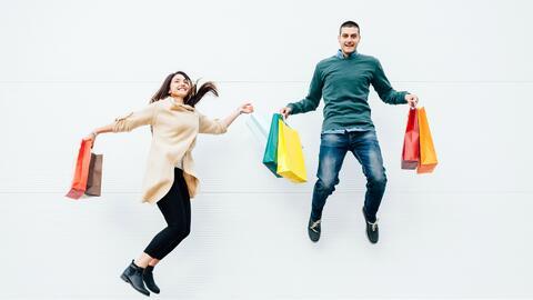 Los hombres gastan más que las mujeres, según estudio
