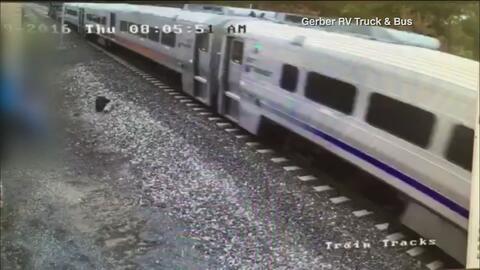 Conductor de tren que se estrelló en estación de Nueva Jersey tenía 29 a...