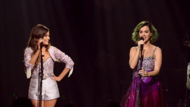 Katy Perry no tiene pena al pasearse desnuda frente a su colega Kacey Mu...