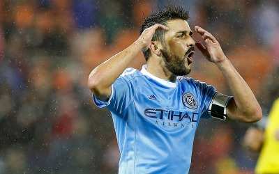 David Villa reacciona tras fallar un disparo