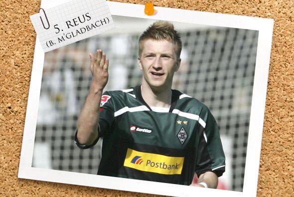 En la mitad de la cancha, desde Alemania aparece el joven Marco Reus del...