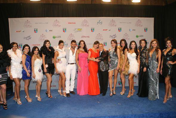 Las doce finalistas de la competencia posaron al lado de Giselle y los j...