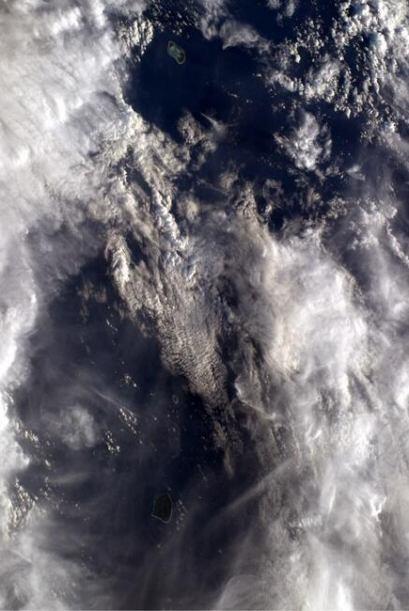 Nubes parte dos, hemosa vista sobre el Pacífico. Fotos: @astro_reid