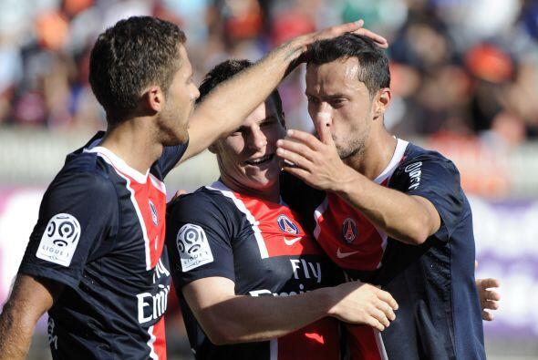Gameiro hizo los goles con los que su PSG, líder francés, venció al Ajac...