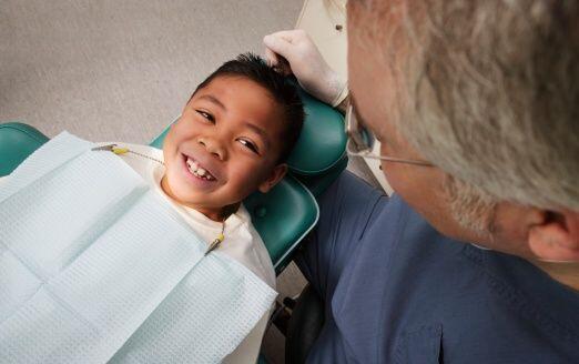 Si el agua de tu ciudad o pueblo no tiene flúor, pregúntale al dentista...