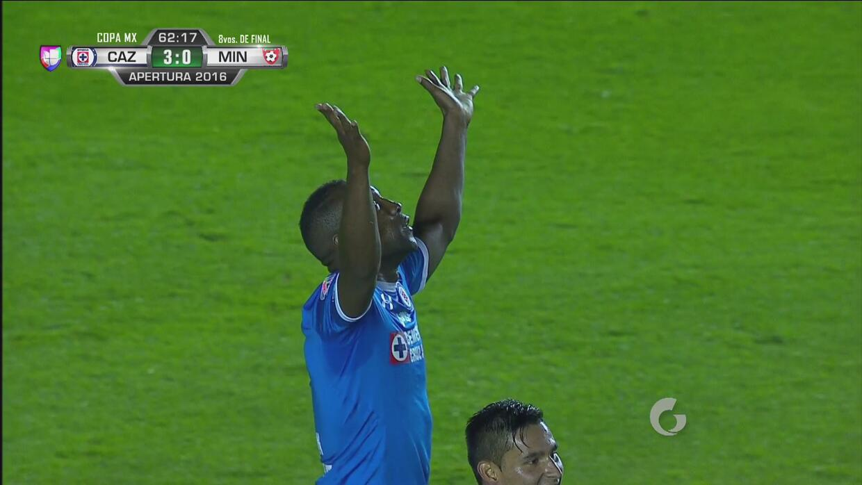 Guerrón marcó el 3-0 de Cruz Azul tras una buena jugada de conjunto