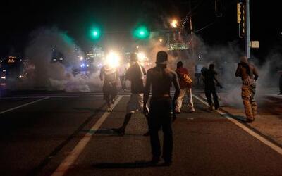 La peor noche de disturbios en Ferguson, Missouri