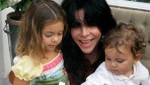 Verónica Castro y sus nietos