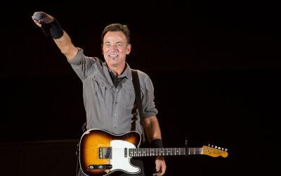 RIO DE JANEIRO, BRAZIL - SEPTEMBER 21: Bruce Springsteen performs on sta...