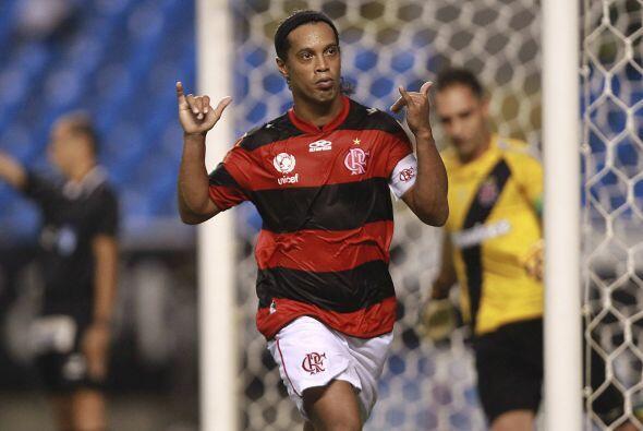 Tres días después de su debut Ronaldinho anotaría su primer gol con el F...