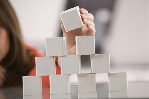 Cuando hayas formado tu figura piramidal la fortaleces echándole...